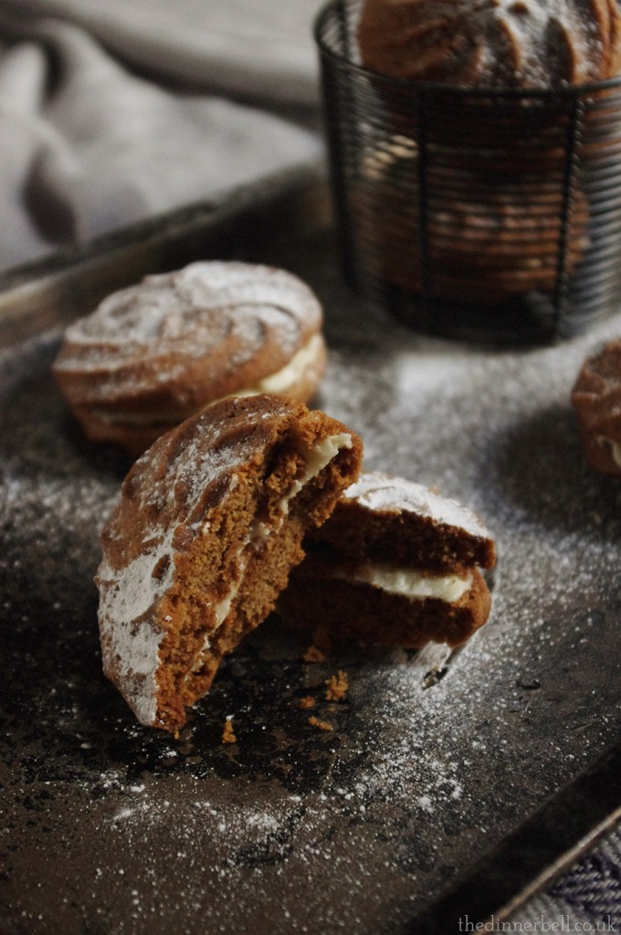 Gingerbread whirls // The Dinner Bell