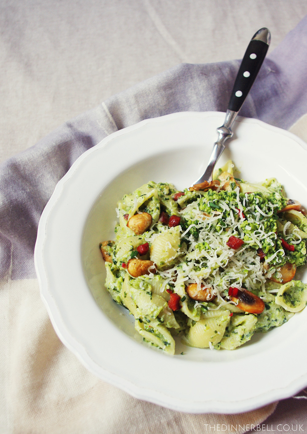 Spicy spring pasta with spinach and pea pesto // The Dinner Bell